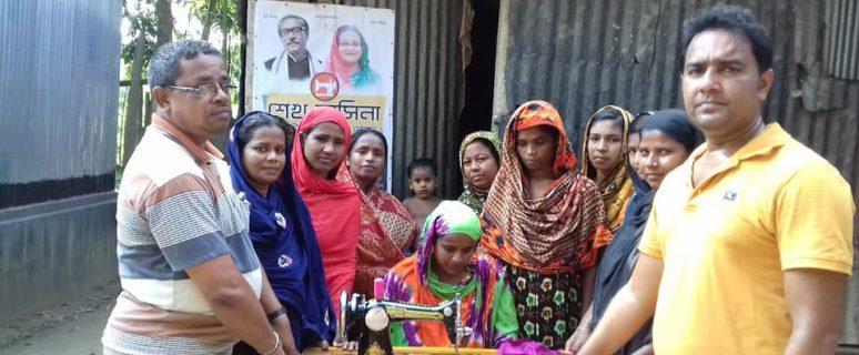 কুষ্টিয়া জেলার কুমারখালী উপজেলার শিলাইদহ ইউনিয়নের আড়পাড়া গ্রামে শেখ হাসিনা কমিউনিটি সেলাই কেন্দ্র'র কার্যক্রম শুরু | Sheikh Hasina Community Sewing Centre.