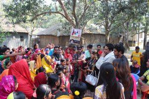 শেখ হাসিনা সেলাই কেন্দ্র পরিদর্শন করে মা-বোনদের উদ্বুদ্ধ করে শেখ হাসিনার জন্য দোয়া চাইছেন দেশের স্বনামধন্য শিল্পীরা | Renowned artists of the country inspiring rural women and seekeking blessings for Sheikh Hasina during a visit to Sheikh Hasina Community Sewing Centre.