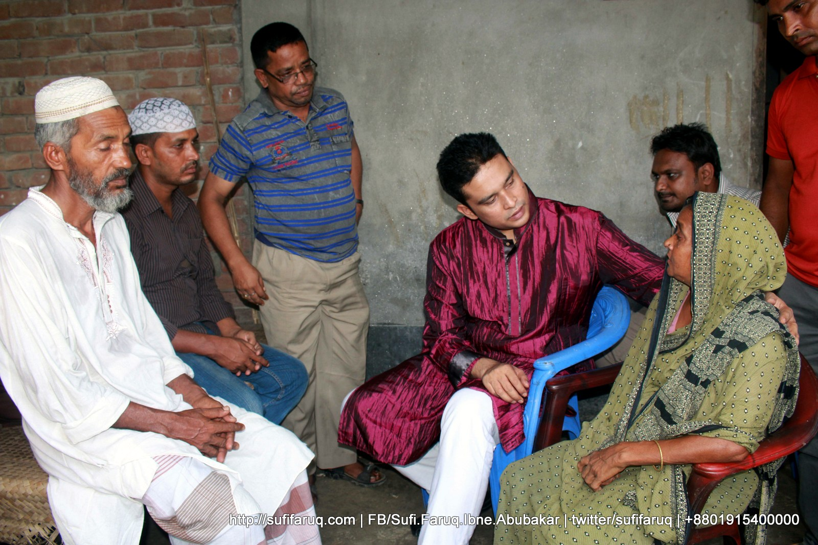 Hannan er Poribar er Shathe Dekha o kobor jiyarot Mulgram Panti 67 কুমারখালির পান্টি ইউনিয়নের দক্ষিণ মুলগ্রামের আমাদের সহযোদ্ধা, আব্দুল হান্নান এর মৃত্যুবার্ষিকীতে ফাতেহা পাঠ ও পরিবারের সাথে সাক্ষাৎ