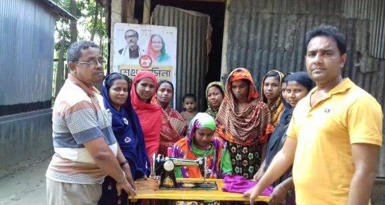 কুষ্টিয়া জেলার কুমারখালী উপজেলার শিলাইদহ ইউনিয়নের আড়পাড়া গ্রামে শেখ হাসিনা কমিউনিটি সেলাই কেন্দ্র'র কার্যক্রম শুরু   Sheikh Hasina Community Sewing Centre.