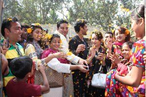 দেশের স্বনামধন্য শিল্পীরা একটিপ শেখ হাসিনা সেলাই কেন্দ্র উদ্বোধন করছেন | Renowned artists of the country inaugurating of the Sheikh Hasina Sewing Centres.